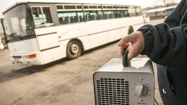 Dezinfekce autobusů ozonovou metodou.