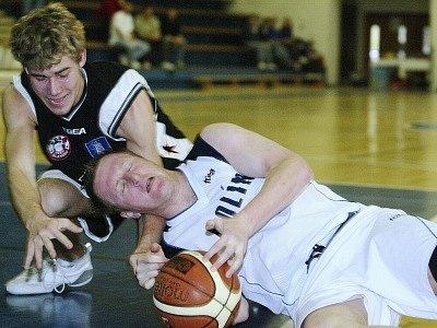 Podaří se basketbalistům Kolína postoupit do nejvyšší soutěže? Na tuto otázku dá odpověď finálový duel mezi Kolínem a Opavou.