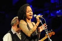 Americkou zpěvačku doprovodili tuzemští hudebníci