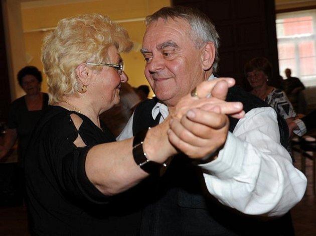 Taneční setkání ozvláštnily vystoupením sokolky
