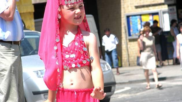 Akci Cihla na kolínském Karlově náměstí podpořily i děti