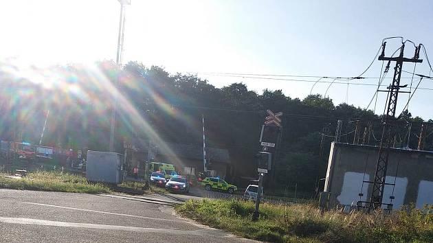 Srážka motocyklu s vlakem ve Velkém Oseku 18. září 2020.