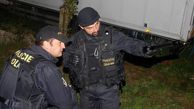 Policisté našli v Mukařově tři mrtvá těla