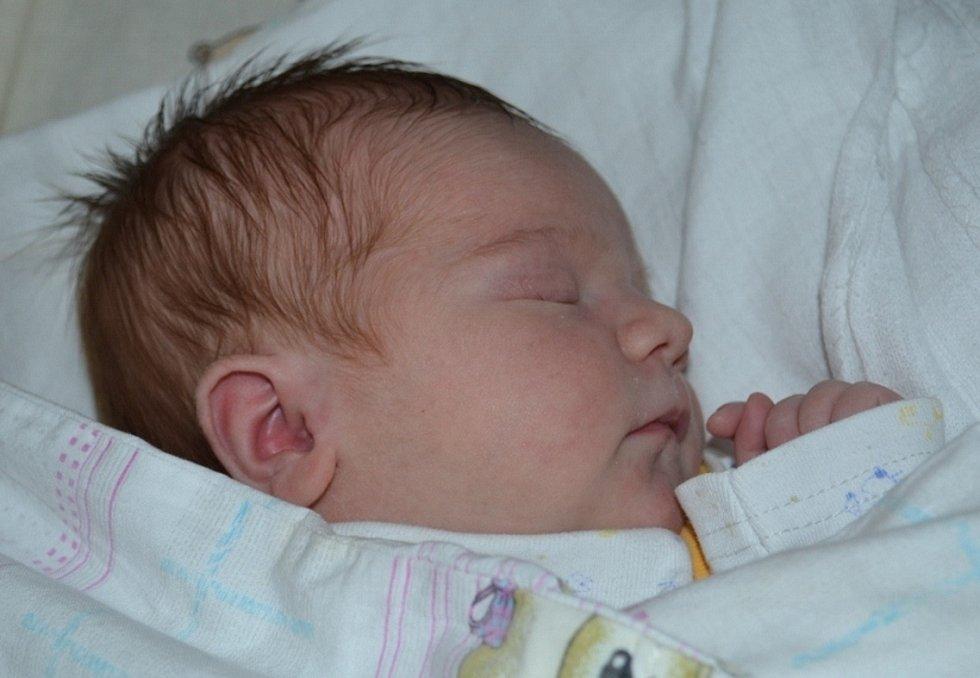Kateřina Istenčinová se narodila 20. října 2012 mamince Zuzaně a tatínkovi Lukášovi z Červených Peček. Prvorozená dcera po porodu měřila 50 centimetrů a vážila 3300 gramů.