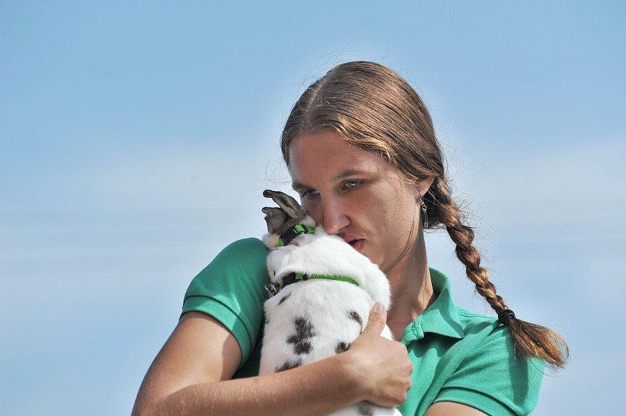 Arway, Ikaros, Crossway… to jsou králičí závodníci z chovatelské stanice Z pekla štěstí v Kostelci nad Černými lesy. Jejich majitelka Iveta Kulhánková se s nimi v sobotu zúčastnila závodů králičím hopu v pražských Horních Počernicích.