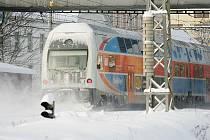 S přívaly sněhu se bojovalo i v pondělí.