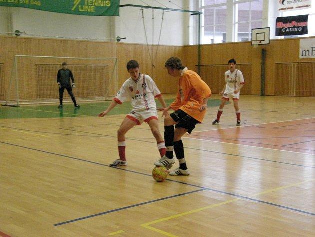 Z halového fotbalového turnaje KALT CUP hraný ve Zruči nad Sázavou.