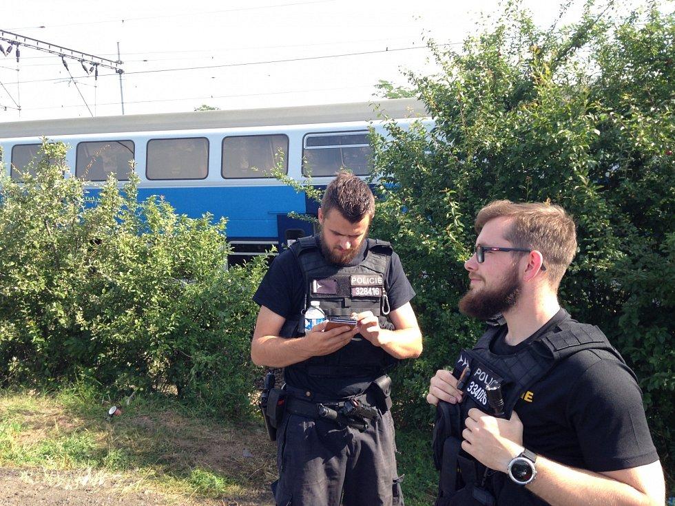 Druhý den ráno v místě večerní srážky nákladního a osobního vlaku u Českého Brodu.