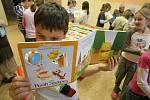Žáci dostali nové anglické knihy