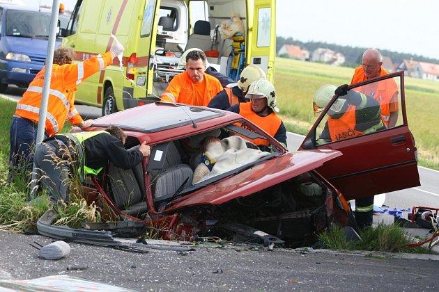 Dopravní nehoda mezi obcemi Veltruby a Hradišťko I