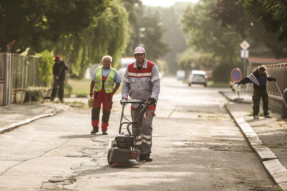 Blokové čištění Zličské ulice 21. července 2021.