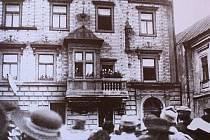 Davy lidí se 28. října 1918 sešly na Karlově náměstí v Kolíně. Tam proběhlo vyhlášení samostatnosti Československé republiky přímo z radnice.