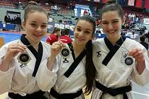 Stříbrná trojice juniorek, uprostřed zlatá Simona Kálalová