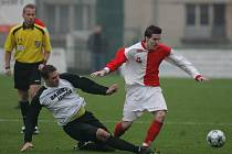 Z divizního fotbalového utkání Velim - Holice (3:1).