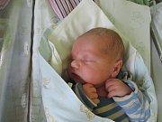 Adam Turšner se poprvé podíval na maminku Simonu a tatínka Zdeňka 27. července 2017. Po porodu měřil 49 centimetrů a vážil 3320 gramů. Dětským světem ho doma vŽabonosech provede čtyřletá Ella.