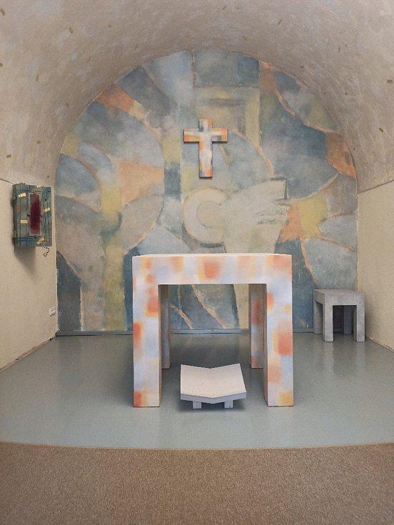 V přízemí katolické fary v Českém Brodě proběhlo požehnání nové kaple, která je zasvěcená sv. Zdislavě.