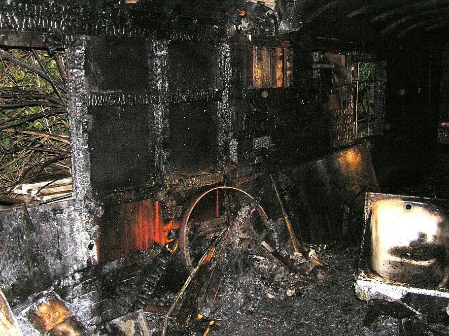 V časných ranních hodinách došlo k požáru vagónu ve Velimi.