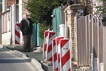 Rekonstrukce chodníku v ulici Na Vinohradech v Cerhenicích