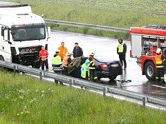 Nehoda na obchvatu Kolína, na odbočce na Kutnou Horu.