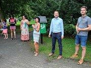 Otevření venkovní miniknihovny v Komenského parku