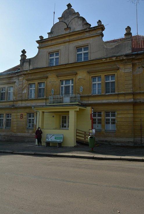 Pavilon B v areálu českobrodské nemocnice.
