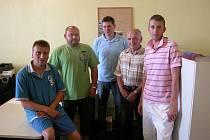 Nejlepší čtveřice mezi jednotlivci a vítěz sběrného místa. Zleva: Vilém Löwe, Marek Mašín, Jaroslav Horák, Josef Hejl a Vít Melichar