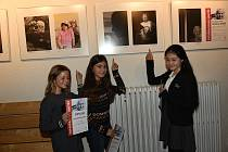Z vernisáže výstavy soutěžních fotografií 'Kouzlo stáří' ve foyer Kina 99 v Kolíně.