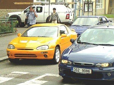 Čtyřiatřicetiletý řidič žluté mazdy z Kolína zaparkoval metr od přechodu pro chodce v ulici Dukelských hrdinů v Kolíně. Následnou lustrací se zjistilo, že má vyslovený zákaz řízení všech motorových vozidel.