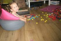 Žanetka je usměvavé dítě, i přes všechna svá trápení