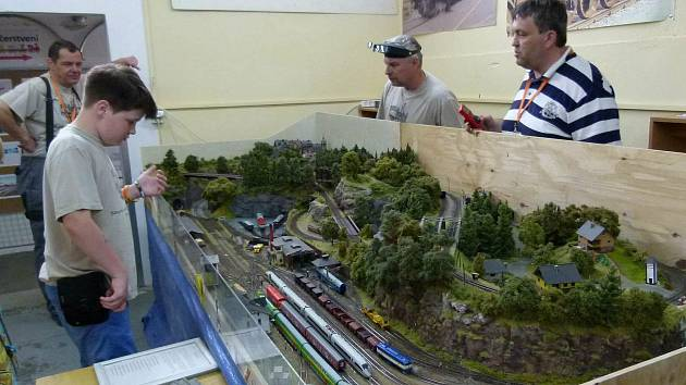 Výstava železničních modelů a kolejišť v Pečkách.