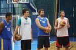 Na prvním tréninku se sešlo jedenáct hráčů.