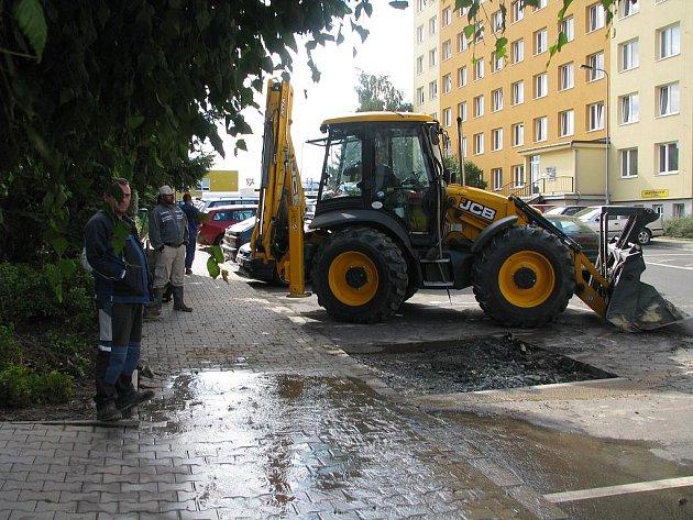 Porucha na vodovodním řadu v Jateční ulici