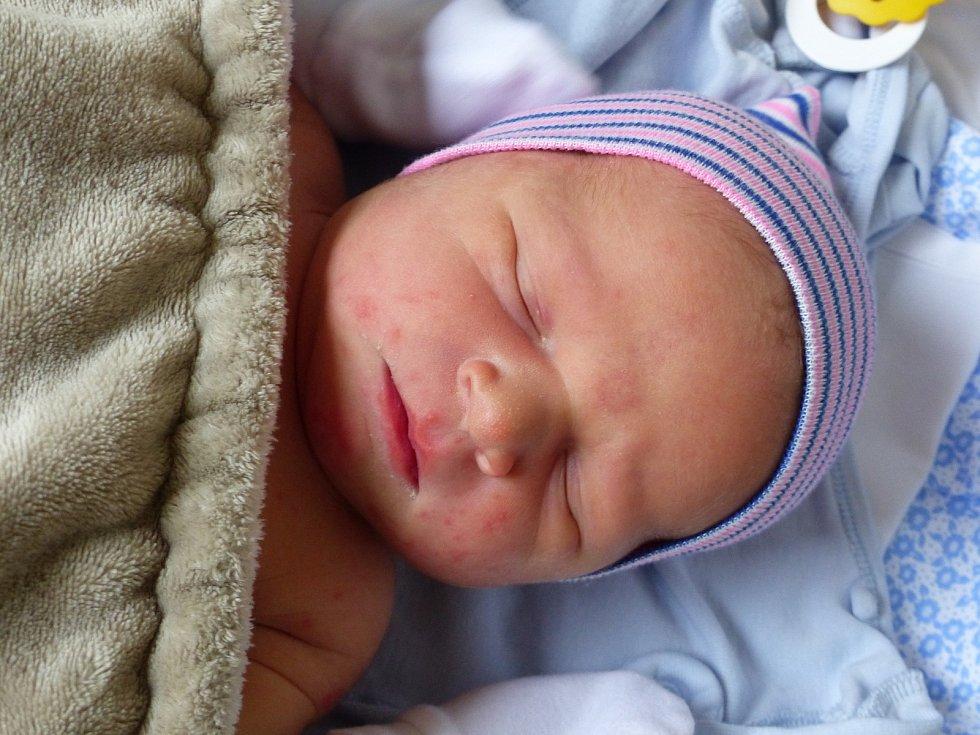 Jindřich Hrabal se narodil 21. února 2021 v kolínské porodnici,  vážil 3920 g a měřil 52 cm. V Radimi ho přivítali bráškové Dušan (8), Mikuláš  (5) a rodiče Jitka a Dušan.