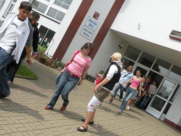 Cvičná evakuace školy.