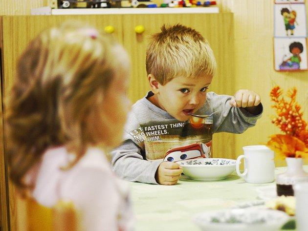 Umístit dítě do mateřské školky je kdekoliv na Kolínsku běh na hodně dlouhou trať. Místa dlouhodobě chybí.