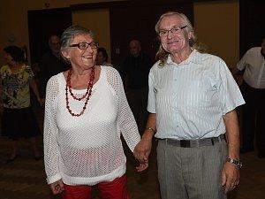 S Combem si zazpívala Vanda Švolbová, taneční sólo si užili i novomanželé