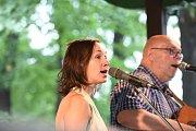 Kolínské kulturní léto zahájila Lucie Redlová a Jablkoň.