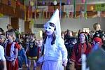Sál kulturního domu v Tatcích obsadili indiáni.
