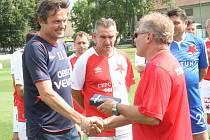Fotbalový klub FC Velim oslavil 85 let od svého založení utkáním proti gardě Slavii Praha. S bohatou hráčskou kariérou se zároveň rozloučil Luděk Kostka.