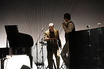 Inscenace Isole od souboru Cirk La Putyka v Městském divadle v Kolíně.