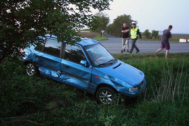 Autonehoda na I/12 u odbočky na Velim, 3.5.2009