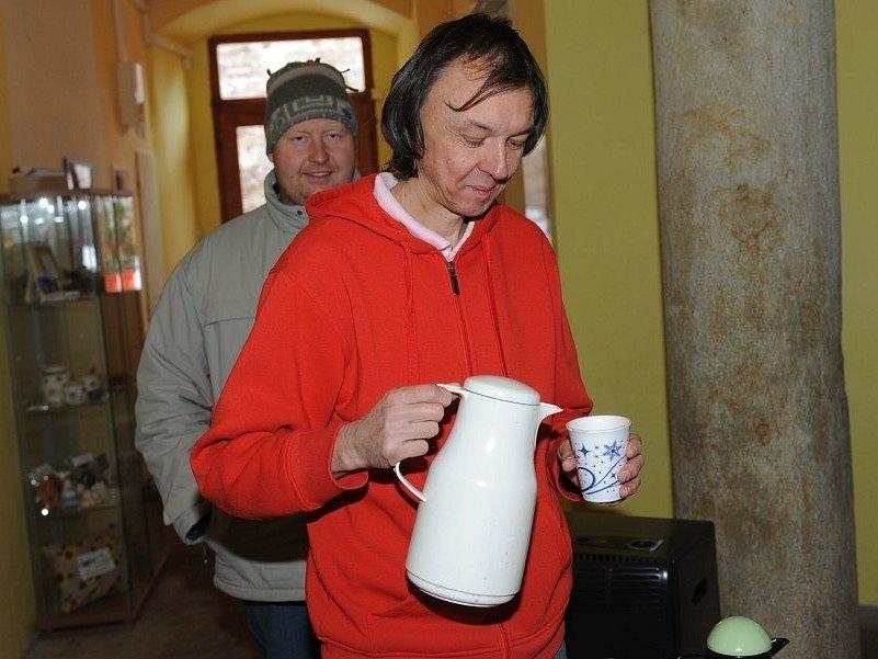 V zahrádce Pod věží nabízejí svařák i jiné teplé nápoje