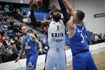 Z utkání BC Geosan Kolín - USK Praha (79:76).