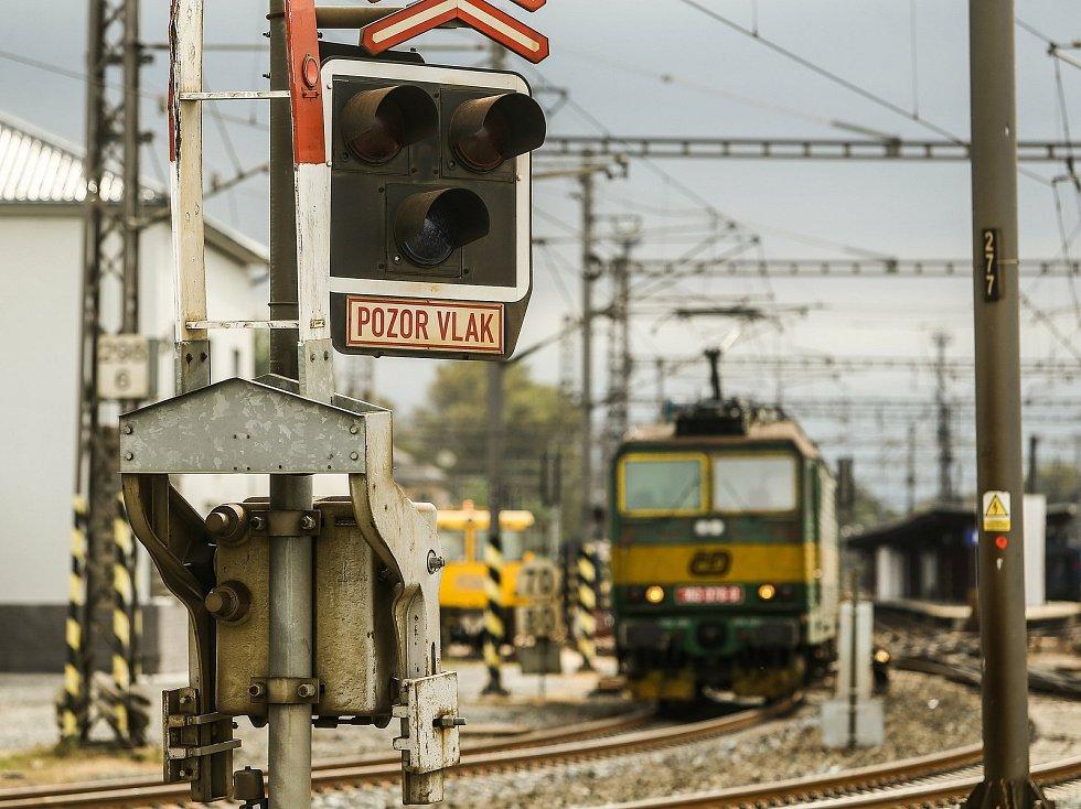 Železniční přejezd ve Starokolínské ulici v Kolíně.