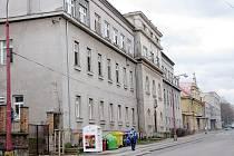 Přestavbou jednoho z pavilonů uvnitř areálu nemocnice by měla vzniknout moderní školní budova.