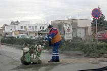 V Polepské ulici položili tzv. tichý asfalt