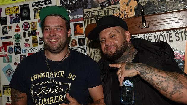 Slovenský raper Kali bavil fanoušky v Městském společenském domě v Kolíně jen třičtvrtěhodinku.
