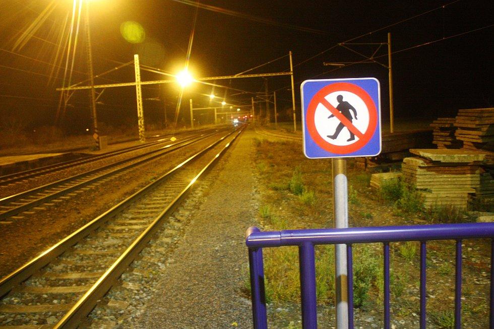 Ve Velimi poblíž železniční stanice srazil vlak člověka