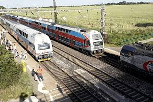 Lidé na Českobrodsku tvrdí, že ještě před tragickou srážkou vlaků u Štolmíře byly problémy také v Rostoklatech.