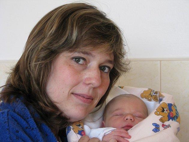 Zuzana Brátová se narodila 7. května v Kolíně. Vážil 3650 gramů a měřil 51 centimetrů. Doma v Kolíně ji přivítá bráškové Vojta a Honza, maminka Kamila a tatínek Martin.